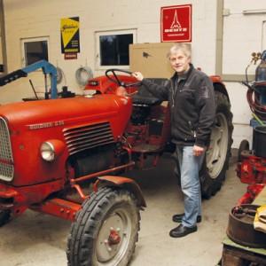 Heinz Fedderke mit einem restaurierten Güldner-Schlepper. Fotos: (so)