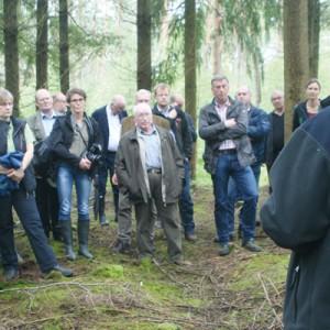 Jonas Krause berichtet den Forstwirten von den Klimaauswirkungen Foto: so