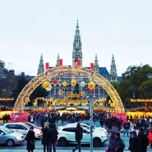 Der Weihnachtsmarkt vor dem Wiener Rathaus gehört zu den schönsten seiner Art. Fotos: so