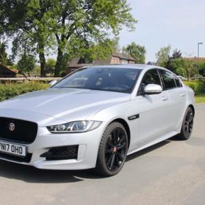 Schön, kräftig und verbrauchsarm - der Jaguar XE mit neuem Dieselmotor. Foto: so
